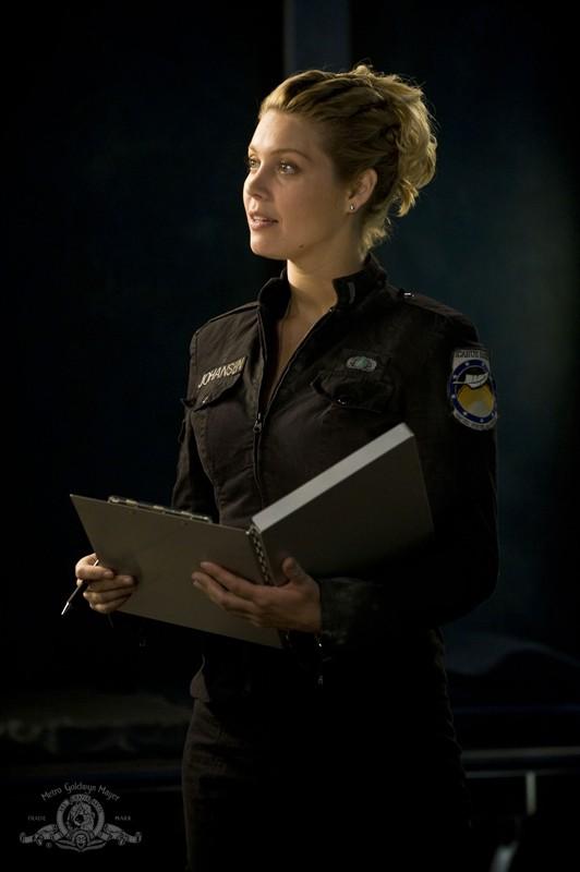 Alaina Kalanj in una scena dell'episodio Life della serie Stargate Universe