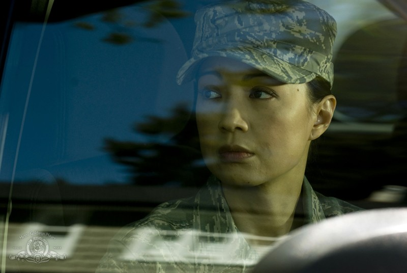 Camille (Ming-Na) in primo piano nell'episodio Life della serie Stargate Universe