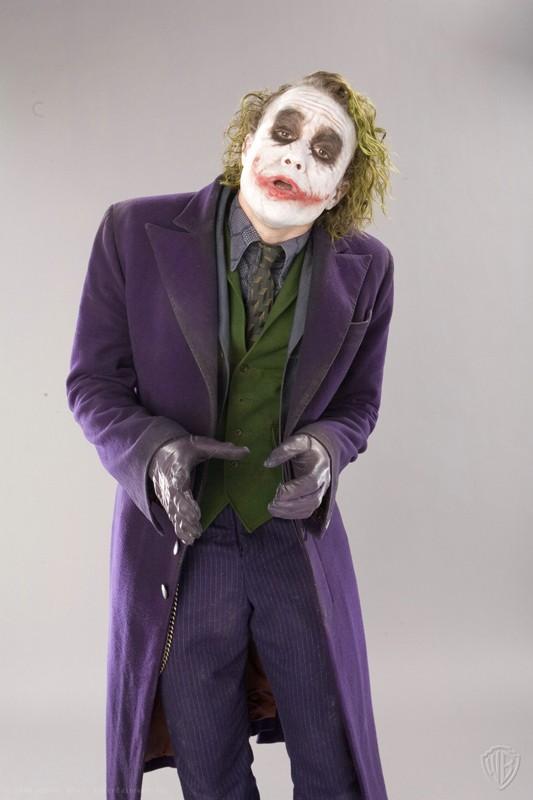 Heath Ledger è il Joker in una foto promo del film 'Il Cavaliere Oscuro'