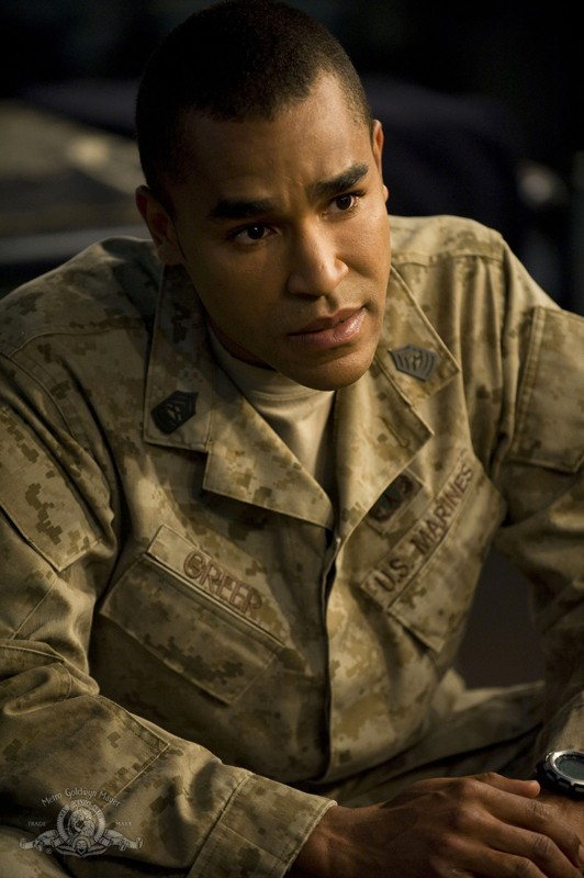Il sergente Greer (Jamil Walker Smith) in una scena dell'episodio Life della serie Stargate Universe