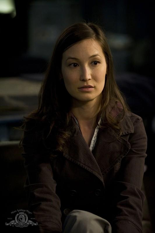 La Dr. Lisa Park (Jennifer Spence) in una scena dell'episodio Life della serie Stargate Universe