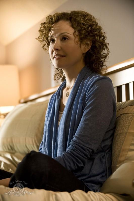 Sharon (Reiko Aylesworth) in una scena dell'episodio Life della serie Stargate Universe