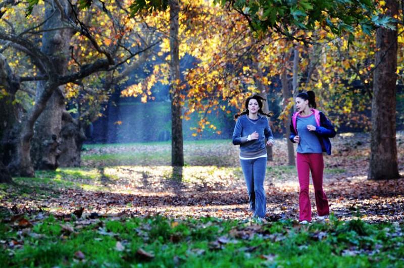 Claudia Gerini e Chiara Martegiani sono le protagoniste del film Meno male che ci sei