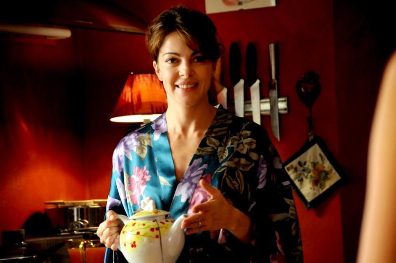 Look orientale per Claudia Gerini in una sequenza del film Meno male che ci sei