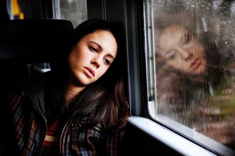 Un'intensa espressione di Chiara Martegiani nel film Meno male che ci sei, di L. Prieto