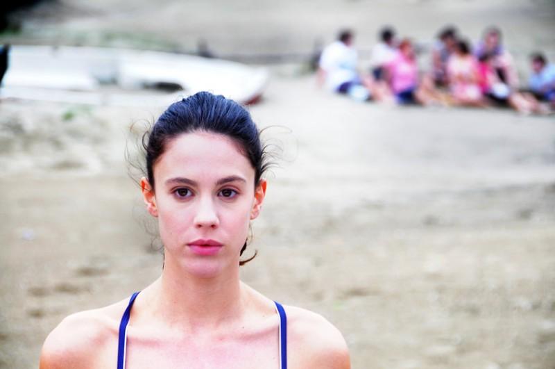 Un primo piano di Chiara Martegiani nel film Meno male che ci seim, di L. Prieto