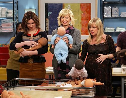 Accidentally on Purpose: Jenna Elfman, Ashley Jensen e Lennon Parham in una scena dell'episodio Class