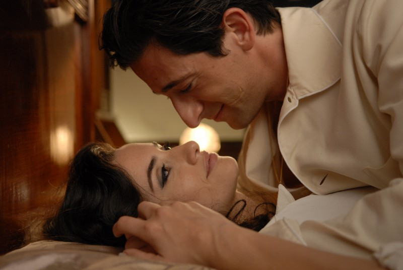 Adrien Brody con Penelope Cruz in una sensuale scena di Manolete (2007)