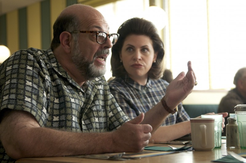 Amy Landecker e Fred Melamed in un'immagine del film A Serious Man