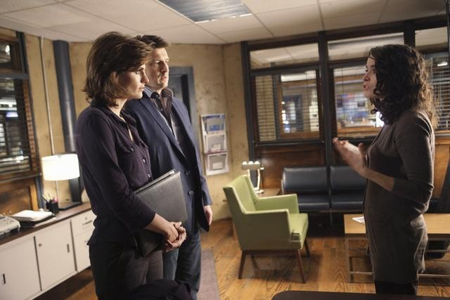 Castle: Abigail Spencer, Stana Katic e Nathan Fillion nell'episodio One Man's Treasure
