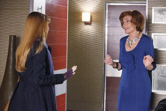 Castle: Molly C. Quinn e Susan Sullivan nell'episodio The Fifth Bullet