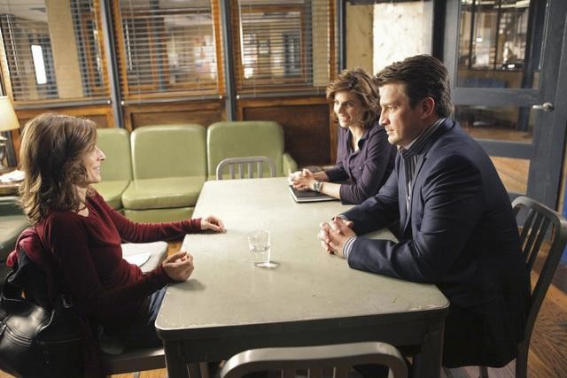 Castle: Perrey Reeves, Stana Katic e Nathan Fillion nell'episodio One Man's Treasure