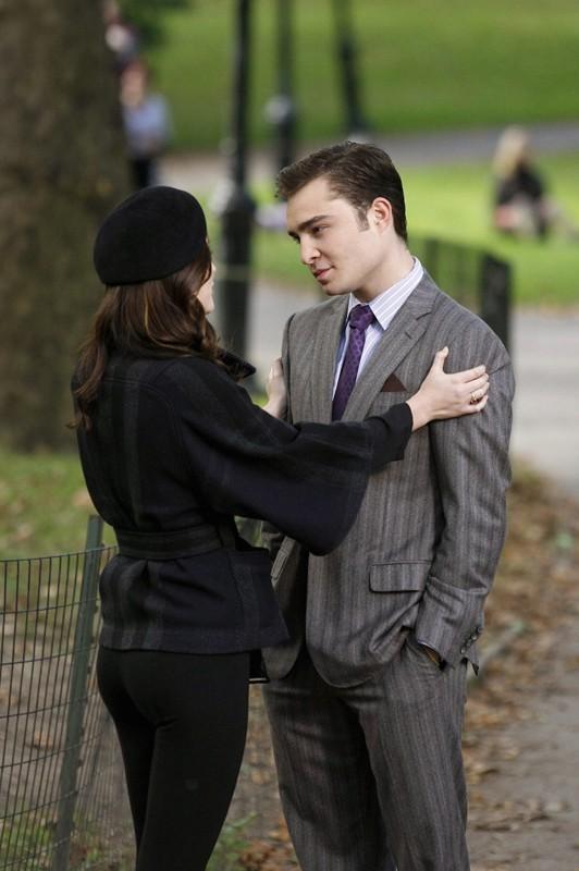 Chuck e Blair (Leighton Meester e Ed Westwick) nel parco in una scena dell'episodio The Last Days of Disco Stick di Gossip Girl