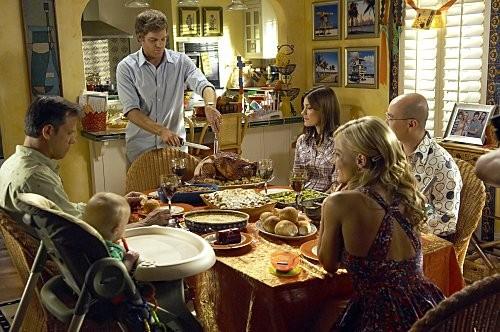 Dexter: Michael C. Hall, Julie Benz, C.S. Lee e Jennifer Carpenter nell'episodio Hungry Man