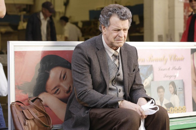 Fringe: John Noble in un'immagine dell'episodio Snakehead