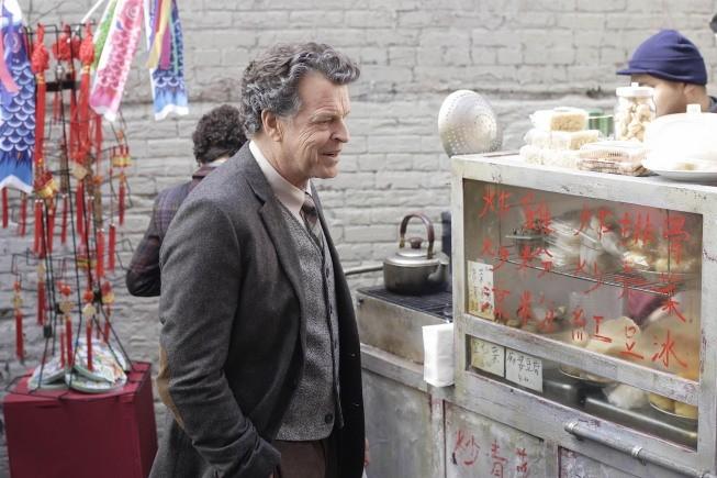 Fringe: John Noble nell'episodio Snakehead