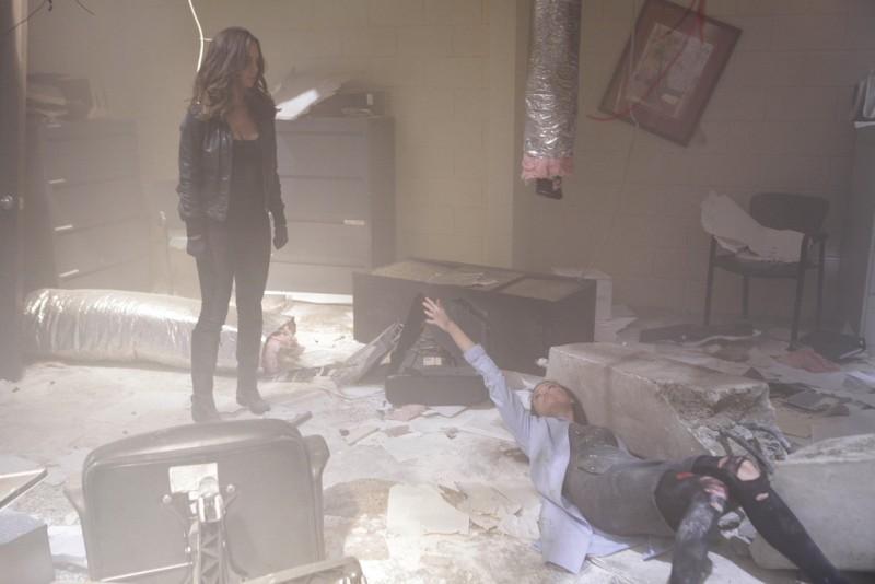 La guest star Summer Glau con Eliza Dushku in una scena dell'episodio The Left Hand di Dollhouse