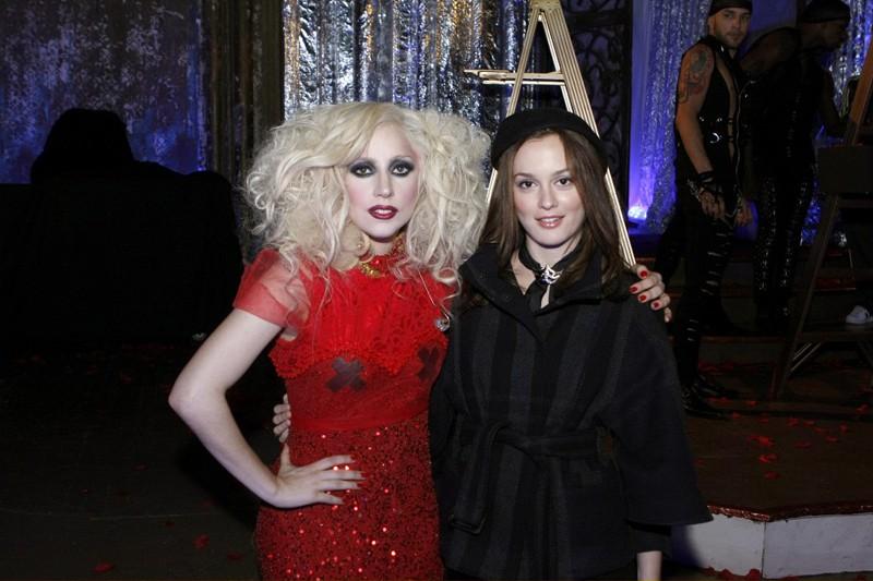 Lady Gaga e Leighton Meester sul set dell'episodio The Last Days of Disco Stick di Gossip Girl