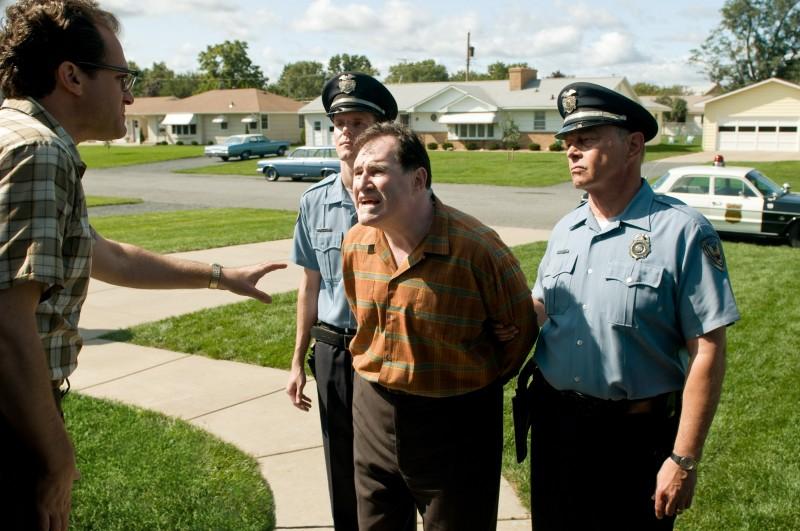 Michael Stuhlbarg (di lato) con Richard Kind in una scena di A Serious Man dei fratelli Coen