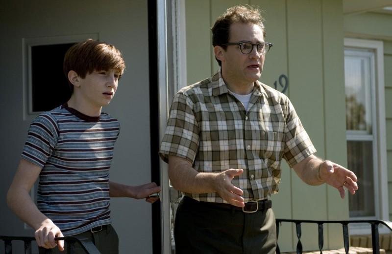 Michael Stuhlbarg e Aaron Wolff in A Serious Man dei fratelli Coen