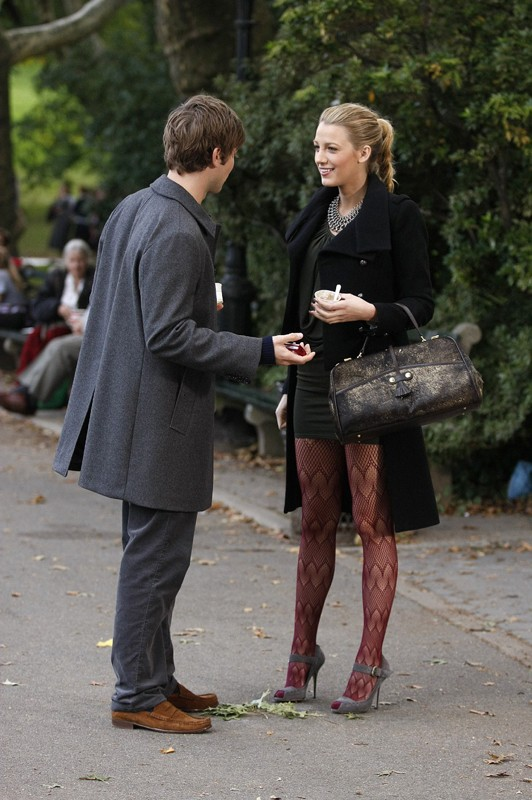 Nate (Chace Crawford) e Serena (Blake Lively) nel parco in un momento dell'episodio The Last Days of Disco Stick