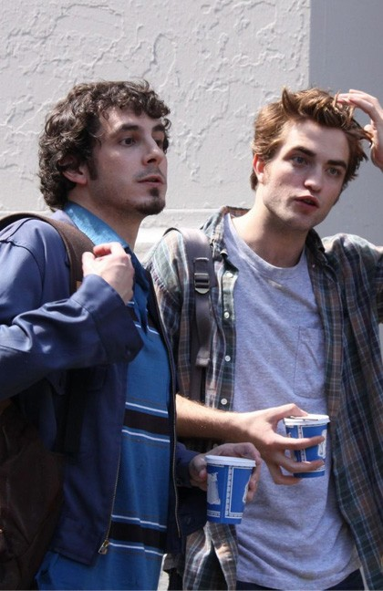 Robert Pattinson con Tate Ellington durante le riprese di Remember Me