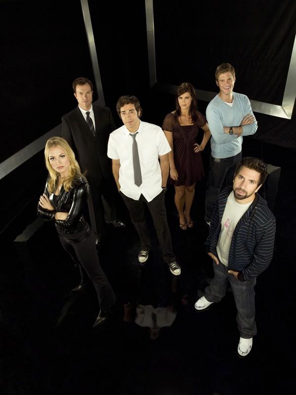 Un'immagine promozionale del cast della stagione 2 di Chuck