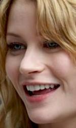 Un primo piano di Emilie de Ravin sul set di Remember Me