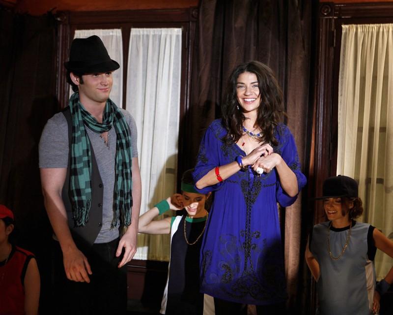 Una scena dell'episodio The Last Days of Disco Stick di Gossip Girl con Dan (Penn Badgley) e Vanessa (Jessica Szohr)