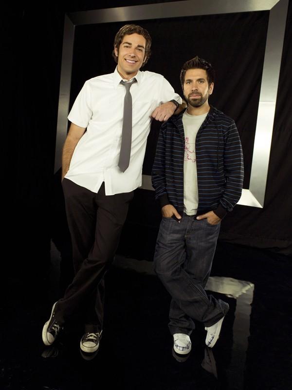 Zachary Levi e Joshua Gomez in una foto promo per la season 2 di Chuck