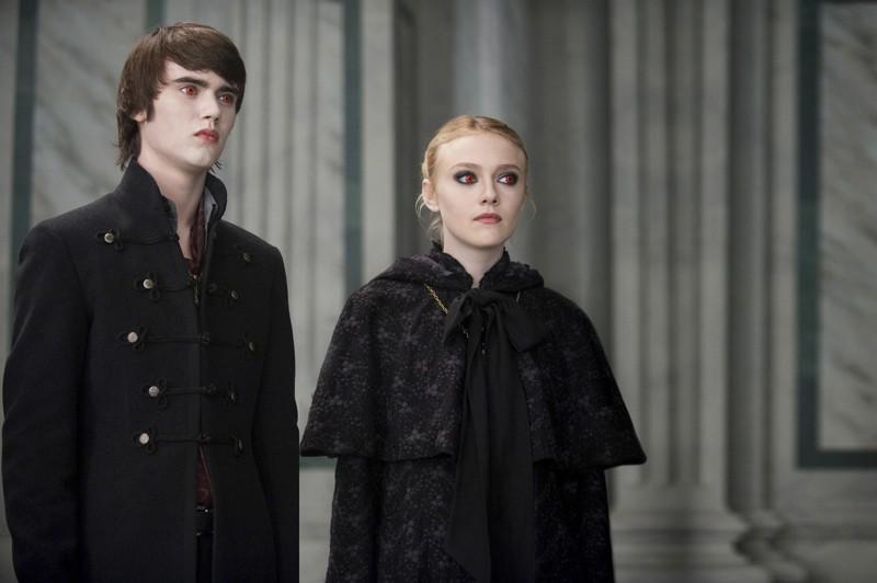 Alec (Cameron Bright) e Jane (Dakota Fanning) del clan dei Volturi in una scena del film The Twilight Saga: New Moon