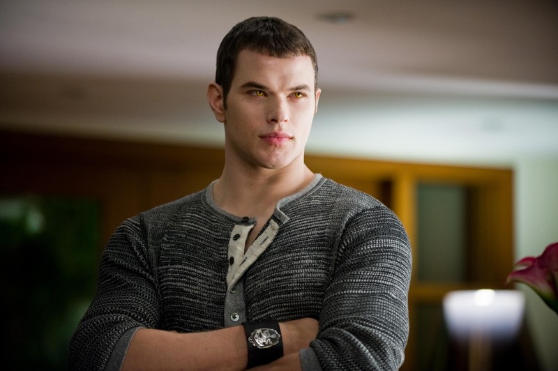 Emmett (Kellan Lutz) in un momento del film New Moon