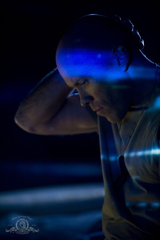 Josh Blacker è il Sergente Spencer in una sequenza dell'episodio Life della serie Stargate Universe