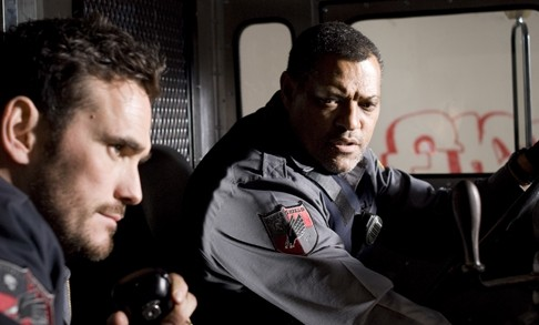 Matt Dillon e Laurence Fishburne nel film Armored