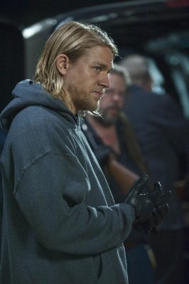 Sons of Anarchy: Charlie Hunnam in una scena dell'episodio Falx Cerebri