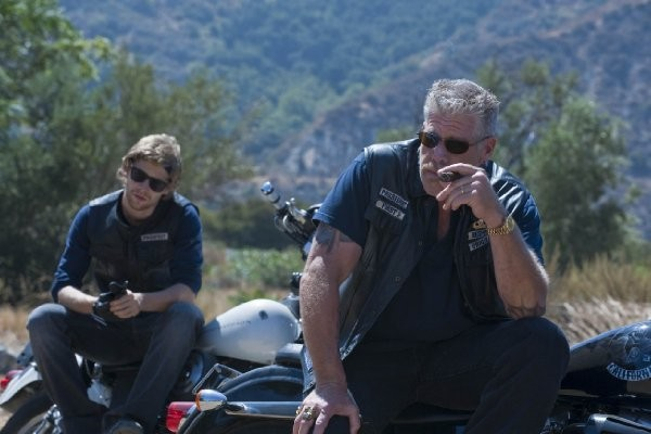 Sons of Anarchy: Ron Perlman e Johnny Lewis in una scena dell'episodio Balm