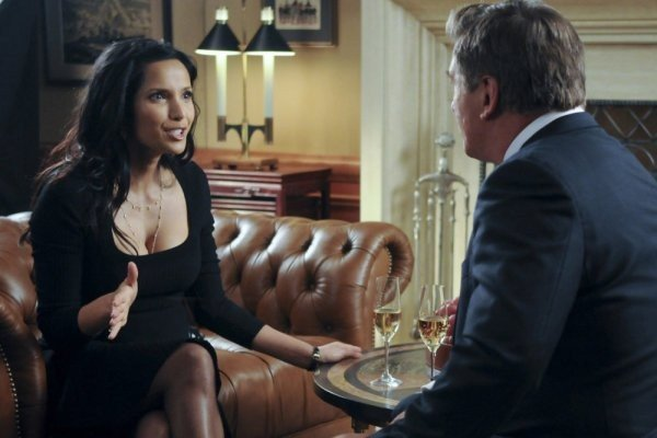 30 Rock: Padma Lakshmi ed Alec Baldwin nell'episodio The Problem Solvers