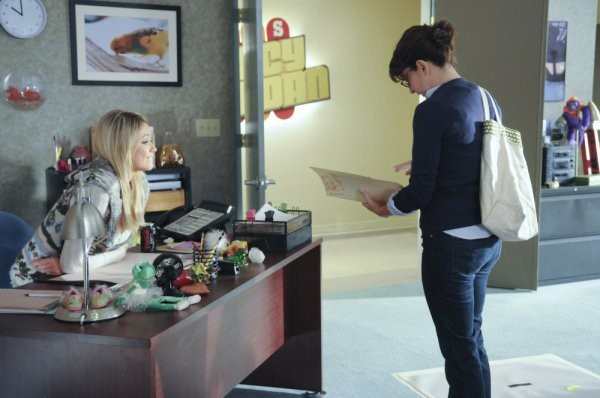 30 Rock: Tina Fey e Katrina Bowden nell'episodio The Problem Solvers