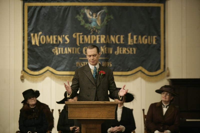 Boardwalk Empire: Steve Buscemi in una scena della serie HBO