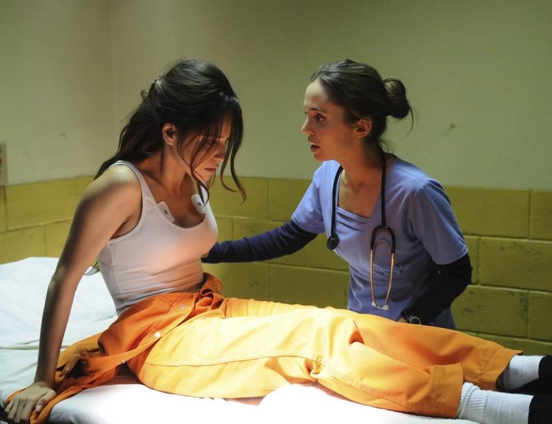 Dollhouse: Eliza Dushku ed Ana Claudia Talancon in una scena dell'episodio Meet Jane Doe