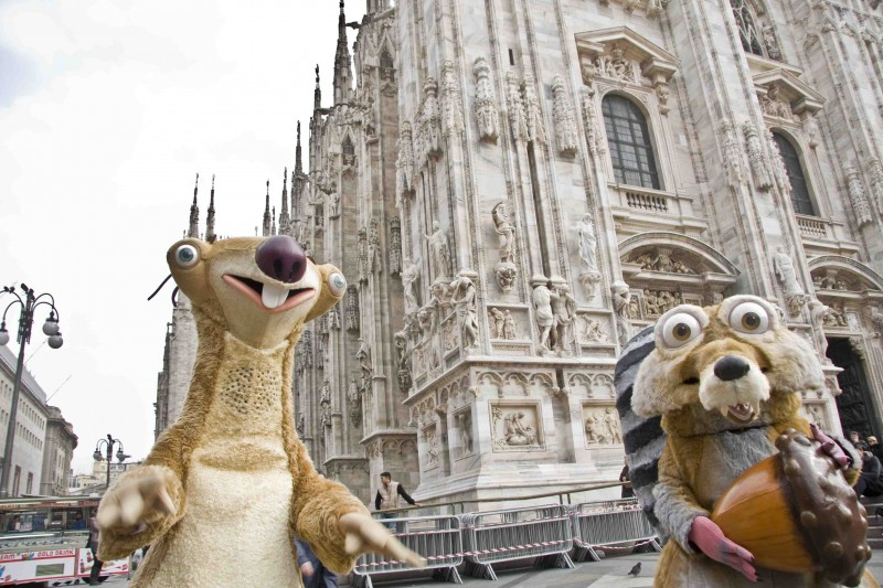 Durante un evento promozionale a Milano per il lancio in DVD de L'era glaciale 3, i due protagonisti si sono regalati una passeggiata mattutina per visitare la capitale della moda.