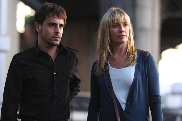 Paradox: Emun Elliott e Tamzin Outhwaite in una scena della serie