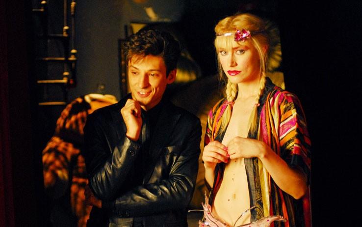 Fausto Paravidino accanto a Giorgia Wurth in una scena della fiction Moana.