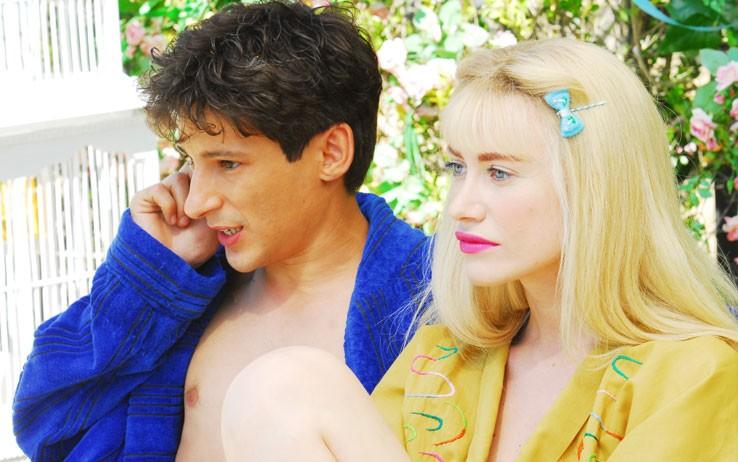 Fausto Paravidino e Giorgia Wurth sono Schicchi e Cicciolina in una scena della fiction Moana.