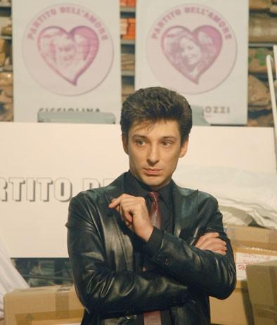Fausto Paravidino è Riccardo Schicchi nel film tv Moana.