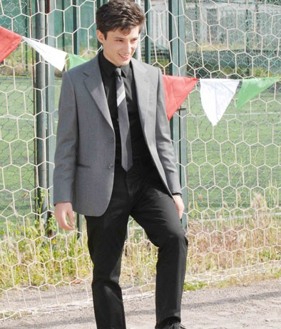 Fausto Paravidino è Riccardo Schicchi, titolare di 'Diva Futura' nel film tv Moana.