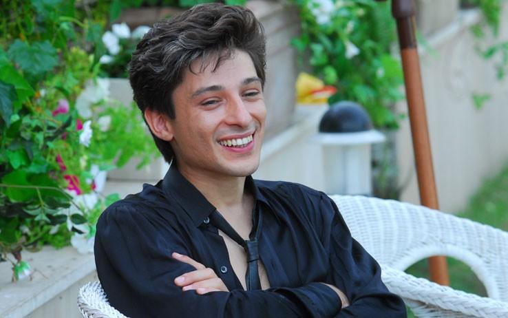 Fausto Paravidino interpreta Riccardo Schicchi, nel film tv Moana.