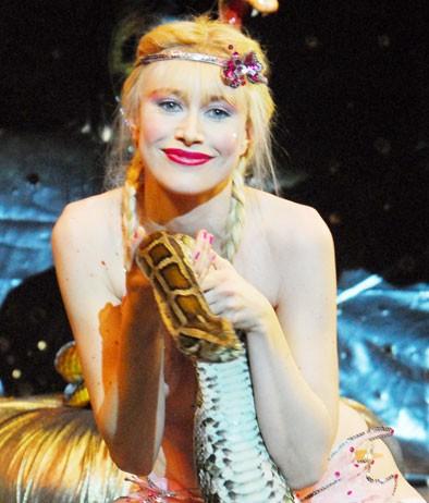 Giorgia Wurth è la star del porno Ilona Staller alle prese con il mitico Pito Pito nel film Moana.