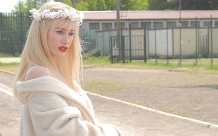 Giorgia Wurth interpreta Cicciolina, parlamentare e stella del porno nel film Moana