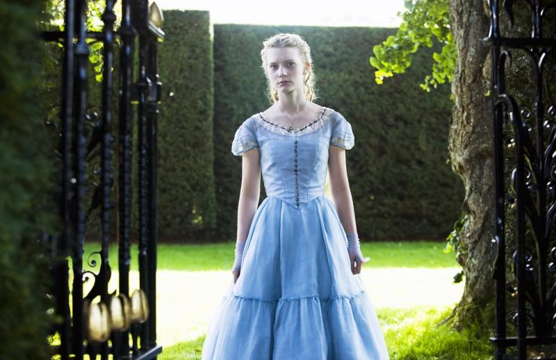 Mia Wasikowska nel film Alice in Wonderland